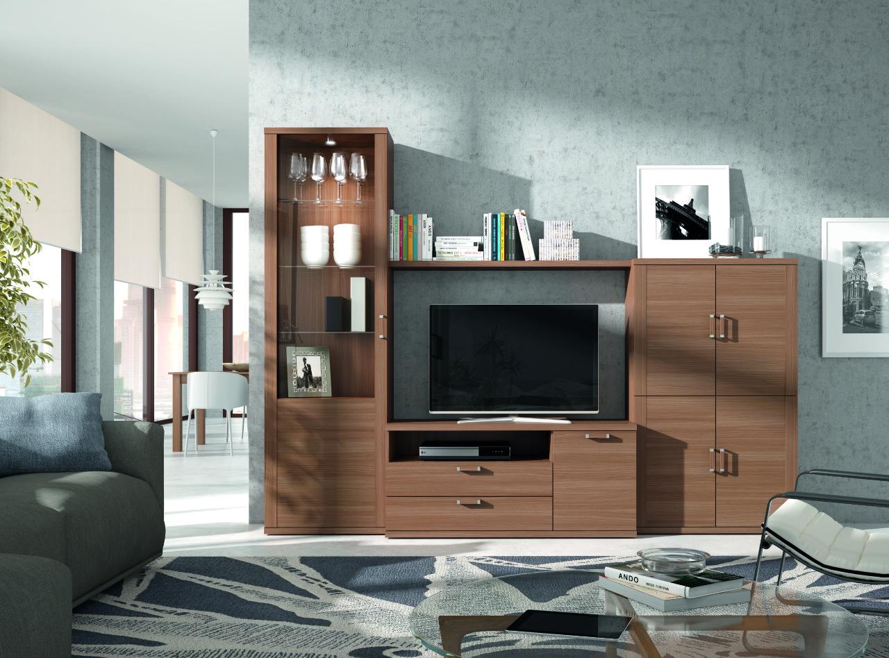 Mueble de sal n en nogal con vitrina y mueble de 4 puertas for Mueble salon nogal